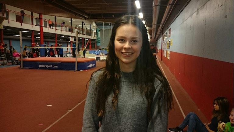 Olivia Köhler, Gällivare, vann kula för flickor 17 under lördagens tävlingar under Norrlandsmästerskapen i friidrott. Foto: Per Vallgårda.