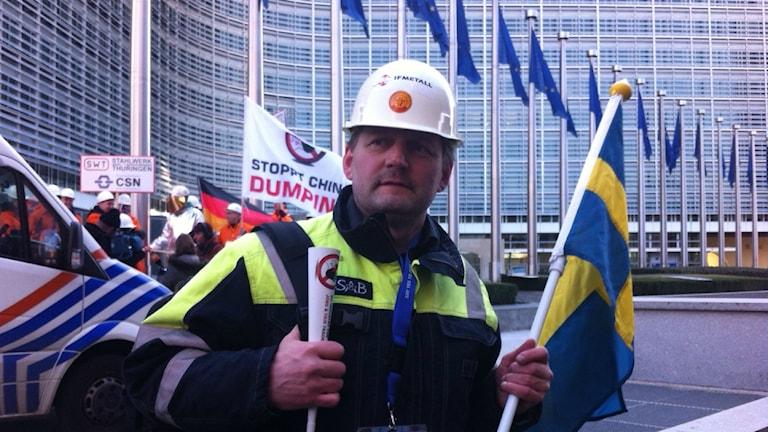 Tomas Karlsson, Metallordförande vid SSAB Luleå demonsterar i Bryssel.