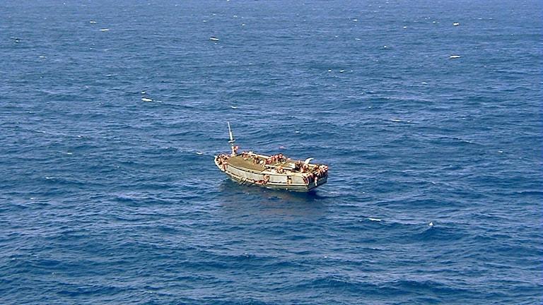 Flyktingar på båt.