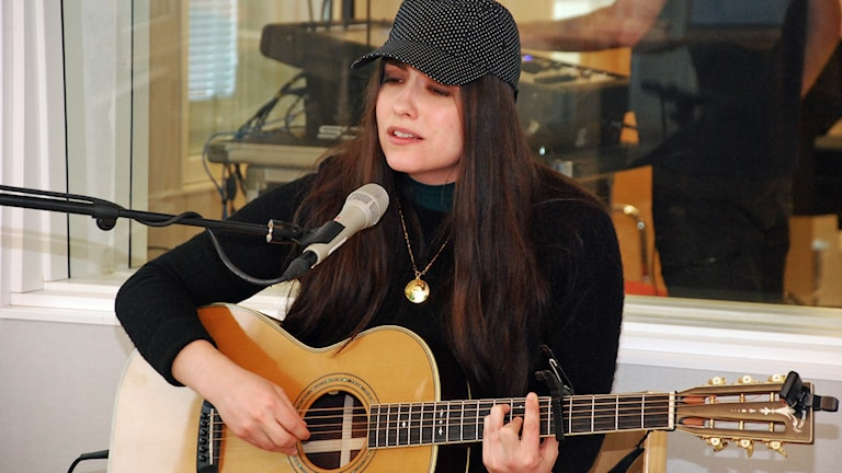 Vera Vinter spelar live i P4 Norrbottens studio.