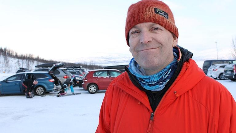 Anders Bergwall jobbar med att ta fram lavinprognoser för fjällområdet kring Abisko, Björkliden och Riksgränsen.