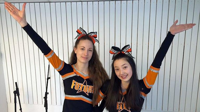 Anni Storlöpare och Ida Lemon från Bodenlaget Cheer Future Soldiers.