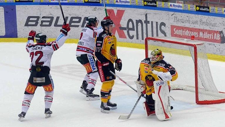 Frölunda jublar när Henrik Tömmernäs sätter segermålet.