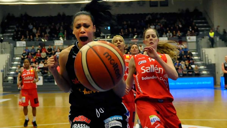 Luleå Baskets Danielle Hamilton Carter mot Sallén.