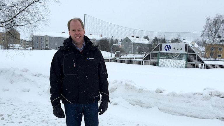 Johan Johansson, vd för Bodenbo, framför tomten där det ska byggas.