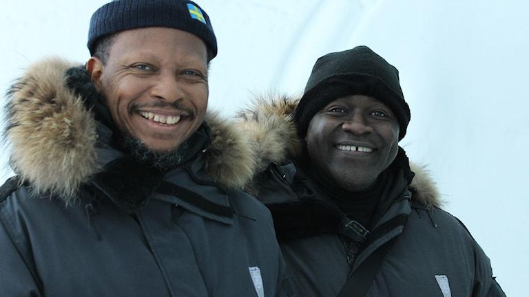 FN-ambassadörerna George Talbot från Guyana och Vandi Minah från Sierra Leone på besök i Jukkasjärvi.