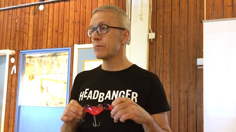 Dan Lestander med sitt gäddbete som kommer att presenteras på sportfiskemässan i Älvsjö till helgen.