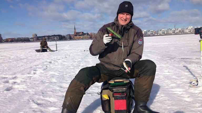 Pimpelfiskaren Robert Åkerström i Luleå