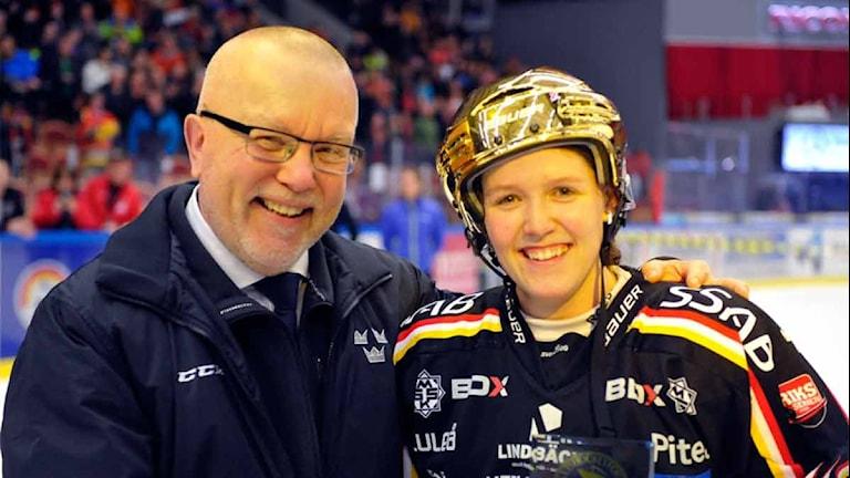 Michelle Karvinen tillsammans med den svenska förbundskaptenen Leif Boork.Michelle Karvinen tillsammans med den svenska förbundskaptenen Leif Boork.