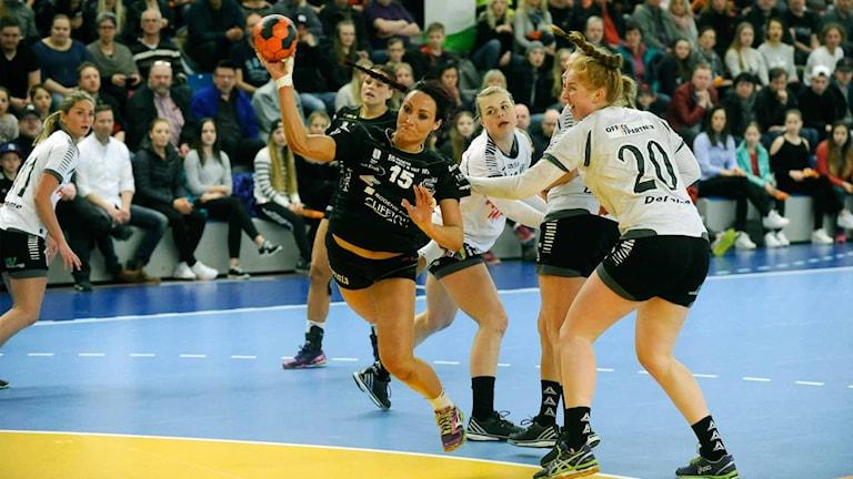 Annica Ölén, Boden Handboll, försöker göra mål mot Önnered.