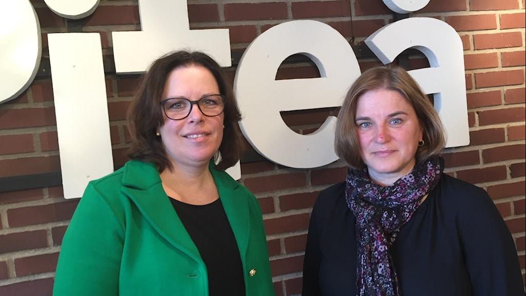 Lotta Filipsson, socialchef och Helena Magnusson, avdelningschef. Foto: Martina Söderlind/Sveriges Radio