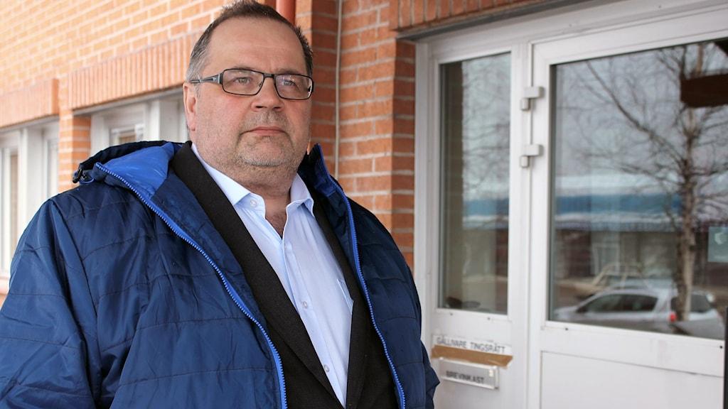 Samelandsresor och vd:n Roger Rimpi kräver OK Norrbotten på flera miljoner kronor.