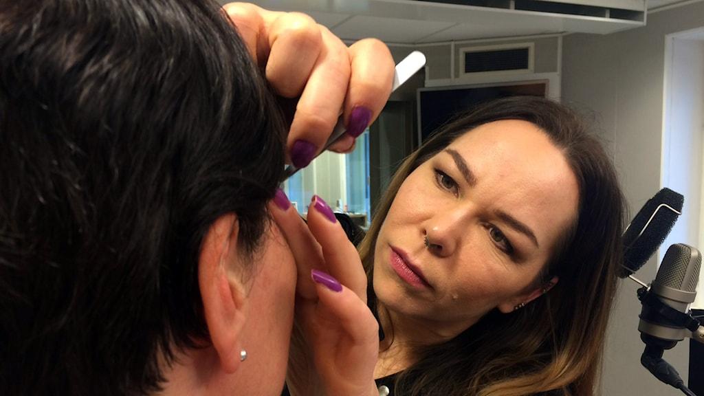 Make-up artisten Ia Brännström.