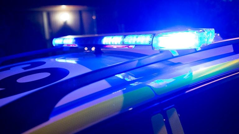 Polisbil med blåljusen på. Foto: Johan Nilsson/TT