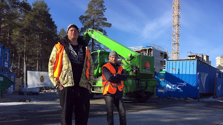 Alexander Hellström och Valter Boström är strejkvakter i Luleå.