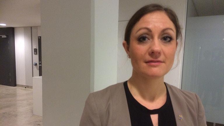 """Kammaråklagare Klara Dahlström anser att männen utfört misshandeln """"tillsammans och i samförstånd""""."""