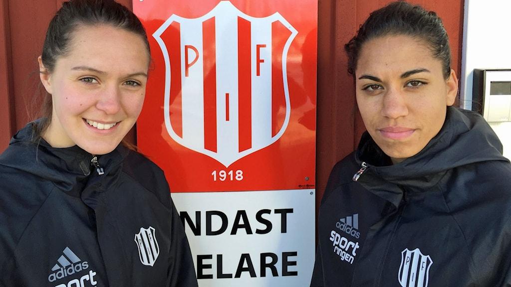 Piteå IF:s Felica Carlsson och Tempest-Marie Norlin.