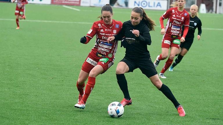 Felicia Karlsson i närkamp.
