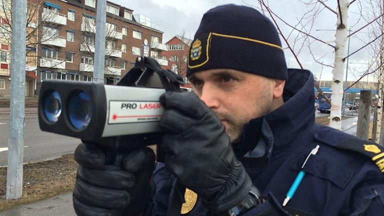 Trafikpolisen Niklas Ekbom gör extra många hastighetskontroller den här veckan.