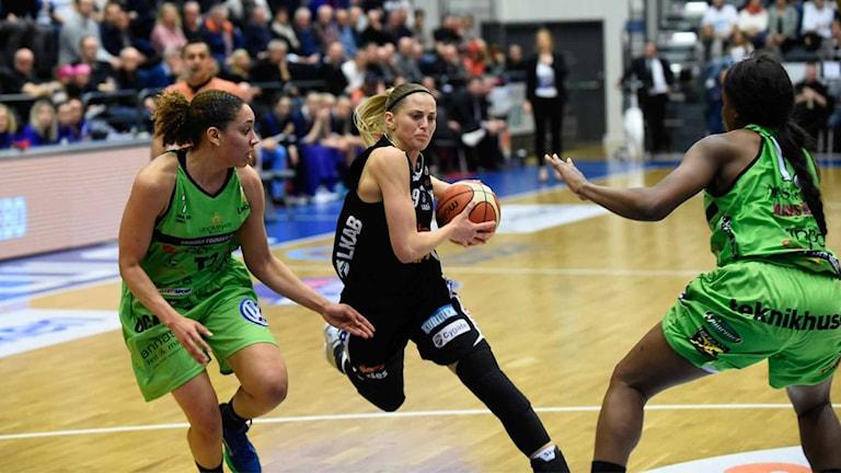Luleå baskets Martina Stålvant mot Udominate.