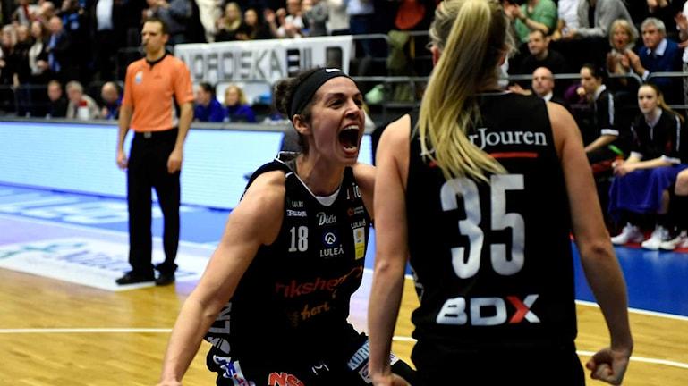 Luleå Baskets Sofie Hendrickx firar.