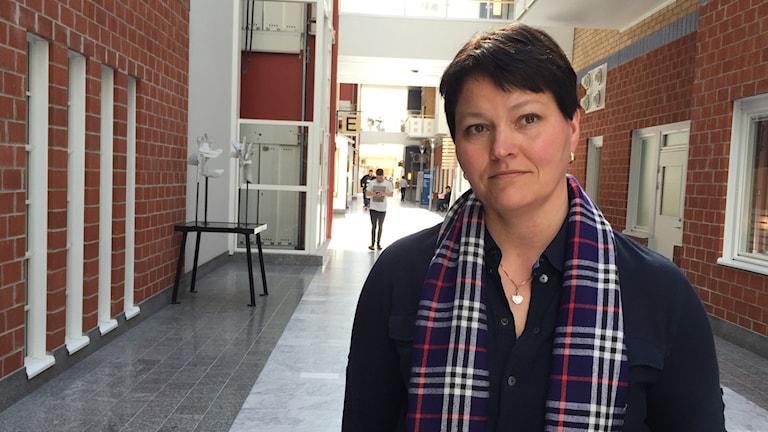 Anna Pohjanen, länschef för gynekologin i korridor på Sunderby sjukhus.