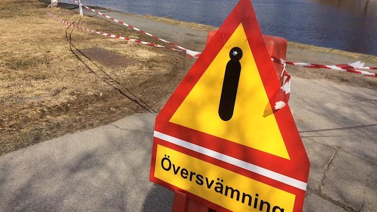 Varningsskylt för översvämning i Boden.