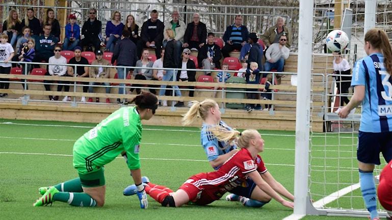 Elin Bragnums 1-0 för Piteå IF.
