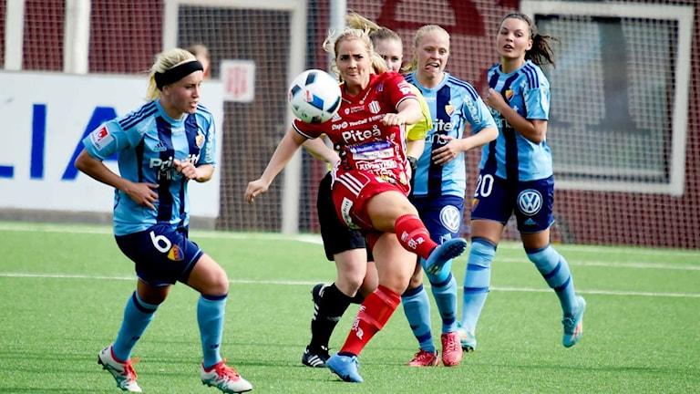 Piteå IF:s Irma Helin mot Djurgården.
