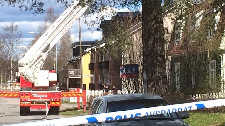 Räddningstjänsten på plats vid vilabrand i Luleå. Foto: Lena Callne