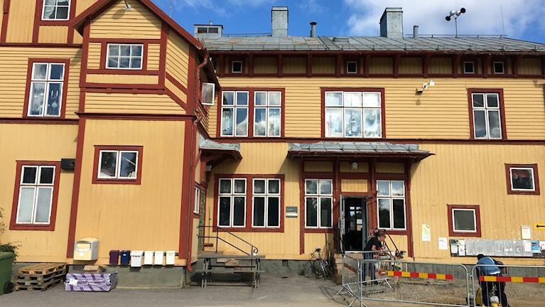 Stationshuset i älvsbyn under renovering