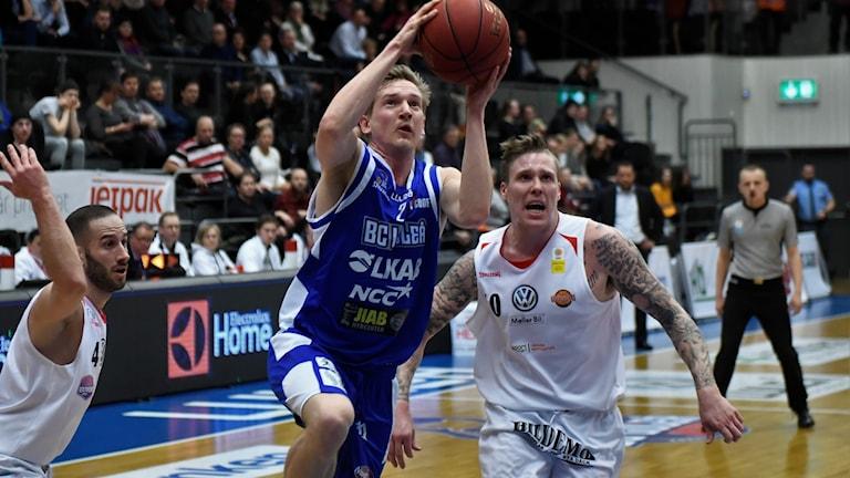 BC Luleå mötte Uppsala i basketligan för herrar. Matchen slutade 99-77.