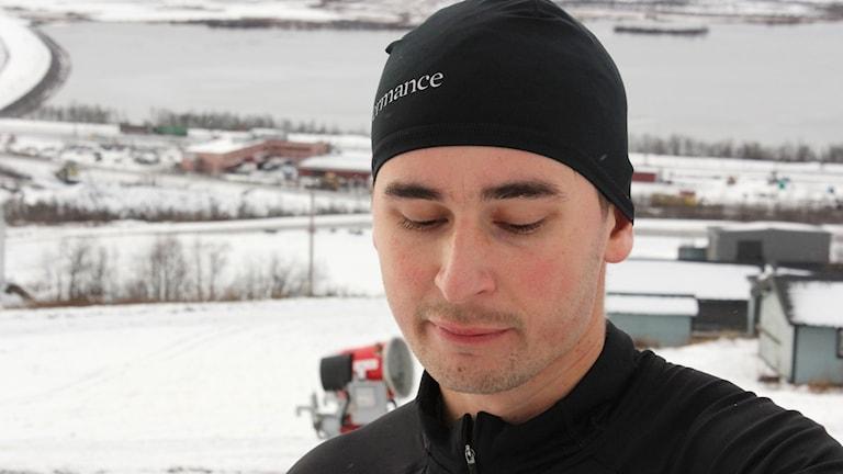 Jonatan Torshall Svensson ska ta sig upp och ner för Luossabacken i Kiruna 60 gånger. Här har han gjort 41 vändor.