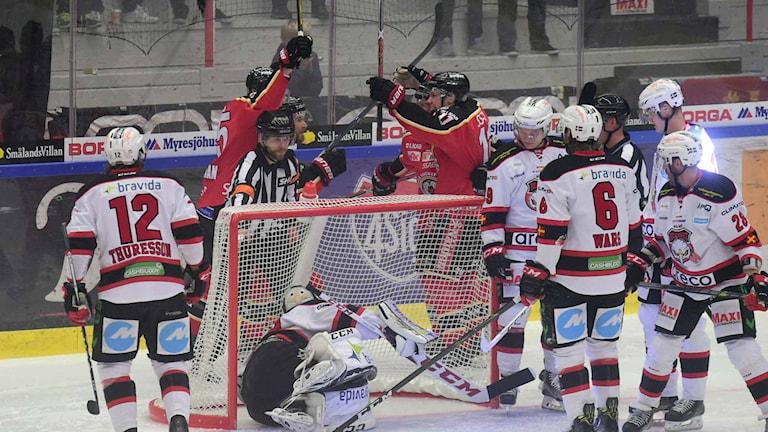 Luleå Hockey jublar efter mål mot Malmö.