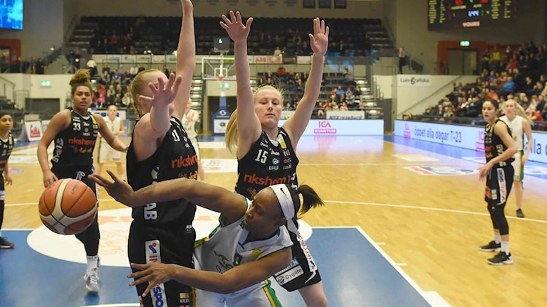Luleå Baskets Allis Nyström mot Alvik.