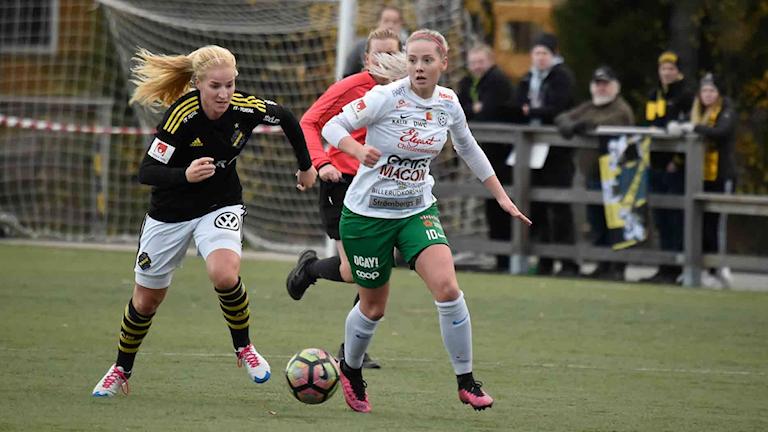Assi IF:s Moa Öhman mot AIK i elitettan i fotboll.
