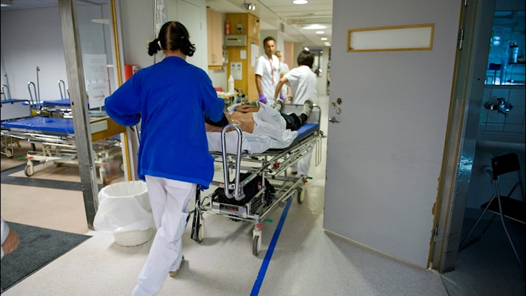 Stressad personal på sjukhus.