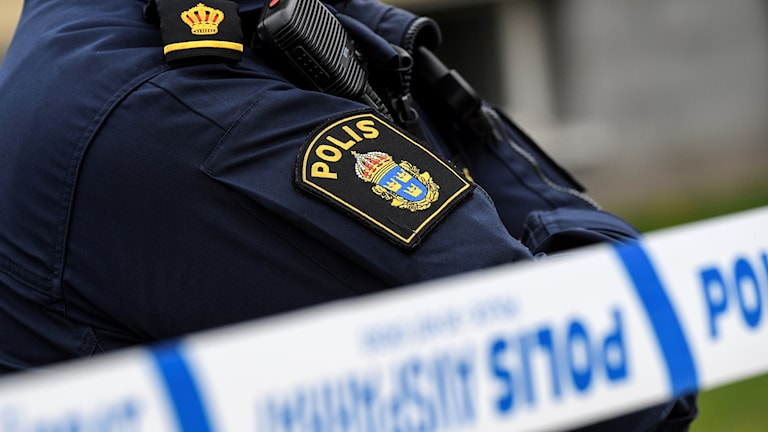 Polis vid avspärrningsband. Foto: Johan Nilsson/TT