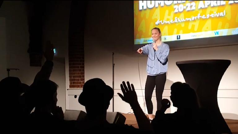 Lotten Vallgårda från Luleå vann rookie-tävlingen för nya stand up-komiker på Umeå humorfestival.