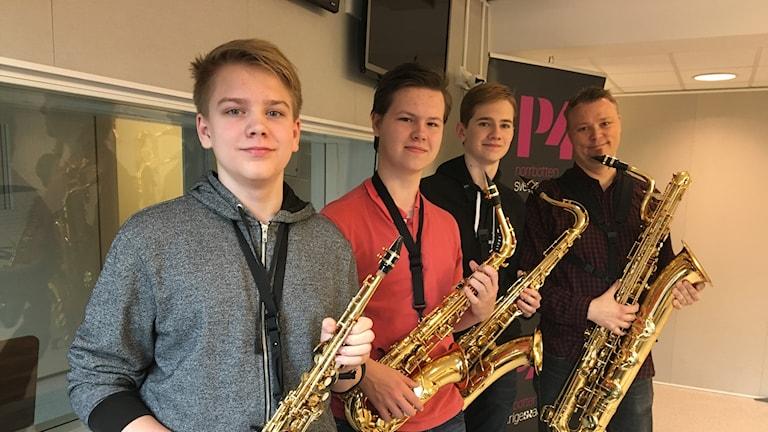 Albin Flemström spelar sopransax, Rasmus Andreasson tenorsax, Johannes Fallström-Mattsson altsax och Niklas Haak arytonsax