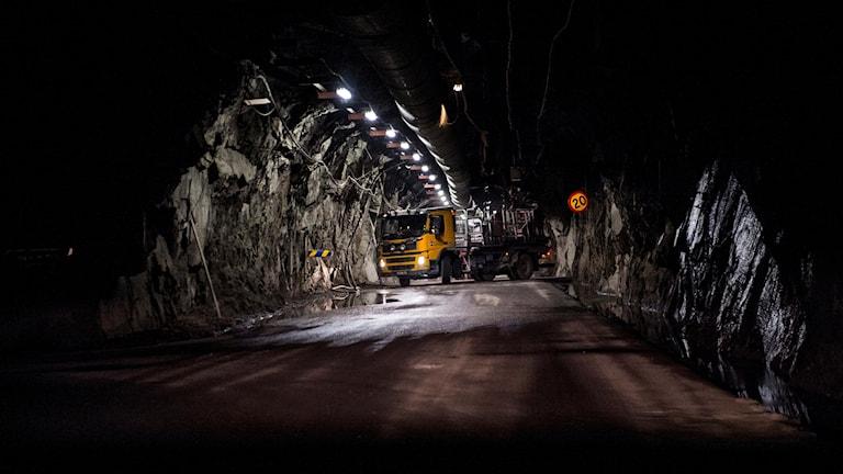 Lastbil nere i Kirunagruvan.