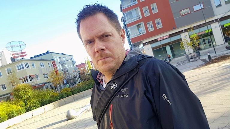 Filmregissören Jonas Selberg Augustsén i centrala Boden.