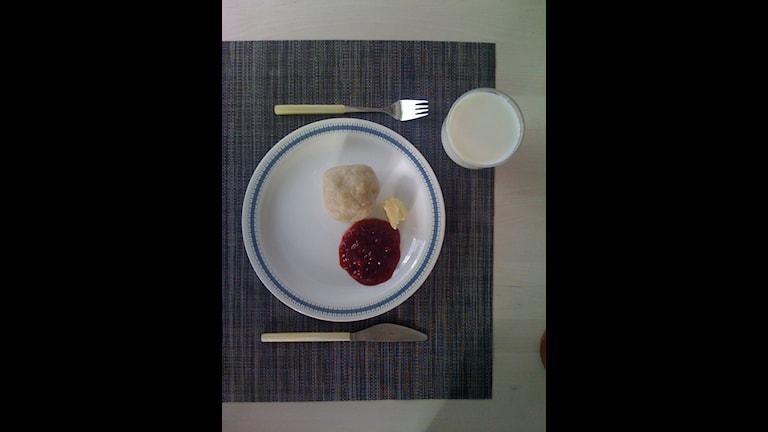 Palt på bordet. En klassiker med lingon och smör. Foto: Daniel Boo/SR Norrbotten.