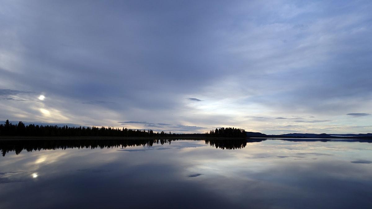 Sjön Storavan en tidig sensommarmorgon.