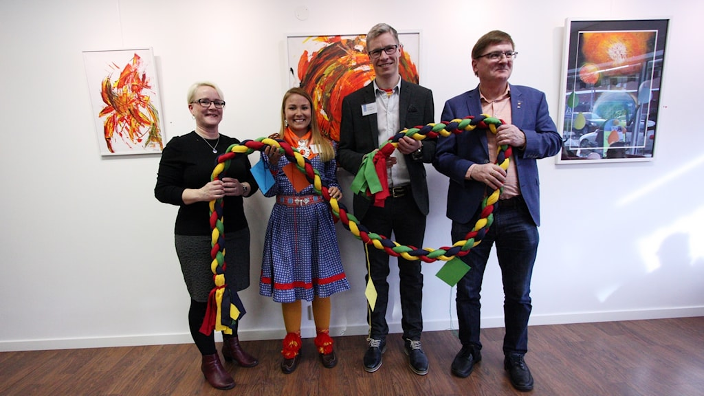 Regionrådet Maria Stenberg (S), Leila Nutti, Mattias Berglund vd Ávki och Gällivares kommunalråd Lars Alriksson (M) invigde mötesplatsen Vallje.