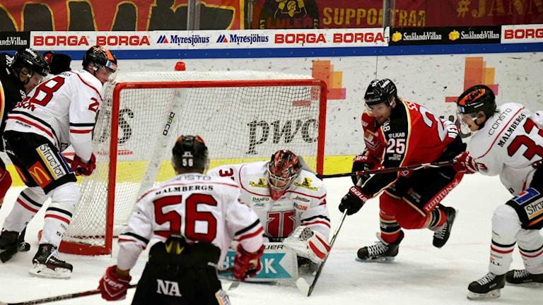 Luleå Hockeys Anton Hedman mot Örebro.