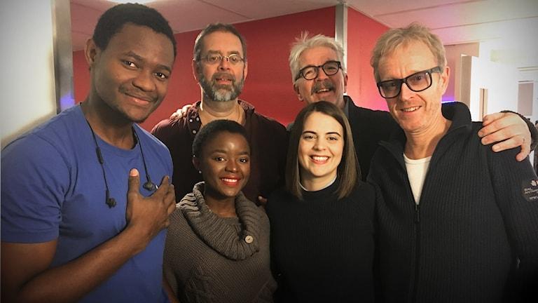 Veckans färsking gruppbildTomas Isacsson piano, Olle Strandberg sång och i bakgrundskören: Claudine Kunda, Martina Lundberg och Emmanuel Kunda.