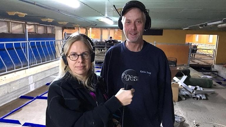 P4 Norrbottens Tova Nilsson med Kjell Rönnbäck som bygger ladugård i Påläng.