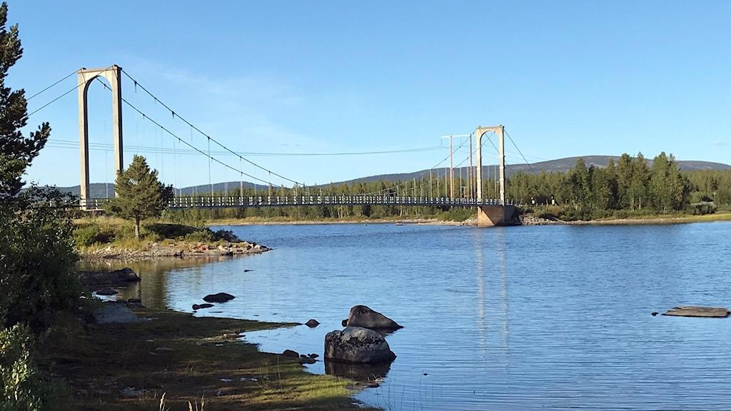 Hängbron över Dainaksundet ska rivas.
