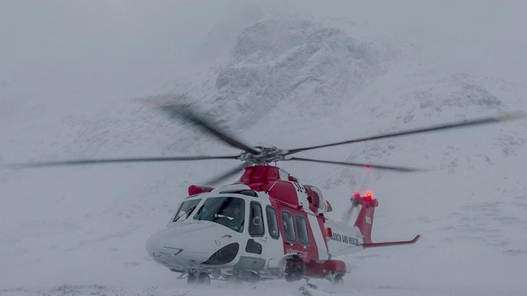 Sjöfartsvekets räddningshelikopter i Kirunafjällen.